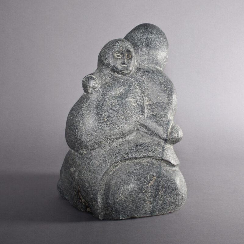 Mère et enfant par Tuna Iqulik